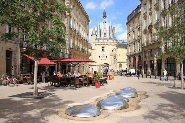 Pavement dining in Bordeaux